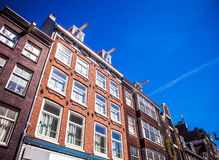 AMSTERDAM, holandie - SIERPIEŃ 15, 2016: Sławni budynki Amsterdam centrum miasta zakończenie Generała krajobrazu miasta widok Zdjęcia Stock