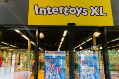 06-07-9019 Amsterdam holandii zła wiadomość dla intertoys codziennych robi bankructwo zdjęcie stock