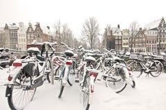 amsterdam jechać na rowerze holandie śnieżne Zdjęcia Royalty Free