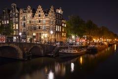 Amsterdam kanał nocą Obraz Royalty Free