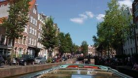 Amsterdam Kanałowa wycieczka turysyczna łodzią AMSTERDAM LIPIEC 19, 2017 - popularna zwiedzająca wycieczka - holandie - Zdjęcie Stock