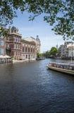 Amsterdam kanału, rzecznej łodzi scena/ Obrazy Royalty Free