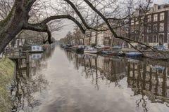 Amsterdam-Kanal und -gebäude Lizenzfreies Stockbild