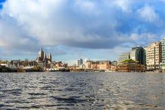 Amsterdam kanaler, broar och hus Arkivfoton