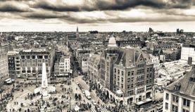 AMSTERDAM, KWIECIEŃ - 15, 2015: Widok z lotu ptaka turyści w Grobelnym Squar Zdjęcia Royalty Free