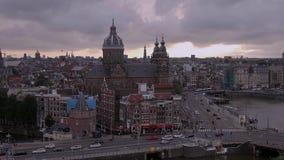 Amsterdam le soir - vue aérienne banque de vidéos