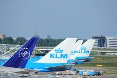 Amsterdam les Pays-Bas - 26 mai 2017 : Avions sur la plate-forme Image stock