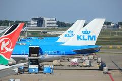 Amsterdam les Pays-Bas - 26 mai 2017 : Avions sur la plate-forme Photo libre de droits
