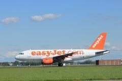 Amsterdam les Pays-Bas - 3 mai 2018 : EasyJet Airbus A319 de G-EZIV Photos stock