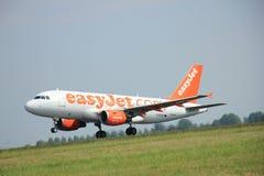 Amsterdam, los Países Bajos - 12 de junio de 2015: EasyJet Airbus de G-EZAY Imagenes de archivo
