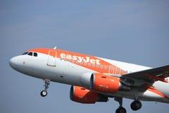 Amsterdam los Países Bajos - 6 de mayo de 2017: EasyJet Airbus A319 de G-EZDA Imagen de archivo