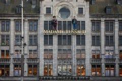 AMSTERDAM, LOS PAÍSES BAJOS - 13 DE MAYO DE 2015: Royal Palace en la presa ajusta en Amsterdam Imágenes de archivo libres de regalías