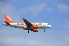 Amsterdam, los Países Bajos, julio, 21ro 2016: EasyJet Airbus A319-111 de G-EZIN Imagenes de archivo
