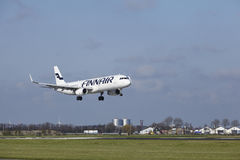 Amsterdam Lotniskowy Schiphol - Finnair Aerobus A321 ląduje Zdjęcia Royalty Free