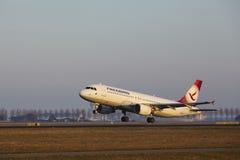 Amsterdam Lotniskowy Schiphol - Freebird Airlines Aerobus A320-214 bierze daleko Obrazy Stock