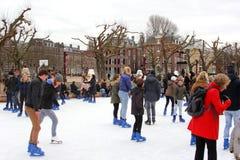 Amsterdam lyckliga ferier på isisbanan på museumfjärdedelen, Nederländerna Royaltyfria Foton