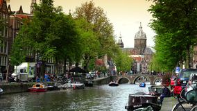 AMSTERDAM NEDERLÄNDERNA: Amsterdam central drevstation i Amsterdam ULTRA HD 4K som är realtids arkivfilmer