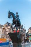 AMSTERDAM NEDERLÄNDERNA - APRIL 3, 2008: Den rid- statyn av Arkivbild