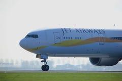 Amsterdam Nederländerna - April 2nd, 2017: VT-JEW Jet Airways arkivfoto