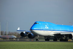 Amsterdam Nederländerna - April 7th, 2017: PH-BFI KLM Boeing 747 Royaltyfri Fotografi
