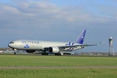 Amsterdam Nederländerna - April 7th, 2017: PH-BVD KLM Boeing 777 Fotografering för Bildbyråer