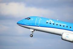 Amsterdam Nederländerna - April 7th, 2017: PH-EZB KLM Cityhopper Arkivbild