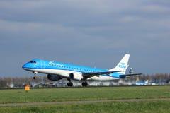 Amsterdam Nederländerna - April 7th, 2017: PH-EZK KLM Cityhopper Fotografering för Bildbyråer