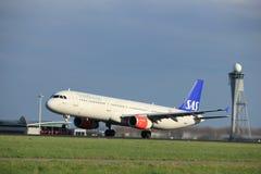 Amsterdam Nederländerna - April 7th, 2017: Skandinavflygbolag för OY-KBL SAS Royaltyfri Bild