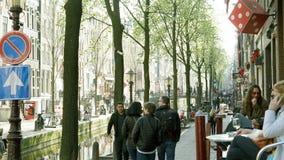 Amsterdam Nederländerna - 3 April 2017: Ung lokal och caucasian arkivfoton