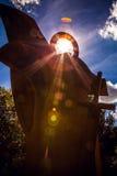 AMSTERDAM NEDERLÄNDERNA - AUGUSTI 15, 2016: Berömda skulpturer av närbilden för den Amsterdam stadsmitten på solen ställde in tid Royaltyfria Foton