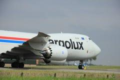 Amsterdam Nederländerna - Augusti 10 2015: LX-VCG Cargolux luftar Royaltyfria Bilder