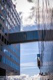 AMSTERDAM NEDERLÄNDERNA - AUGUSTI 15, 2016: Slott av rättvisa In Amsterdam Is en ny gränsmärke av västra IJ-skeppsdockor Arkivfoton