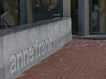Amsterdam Nederländerna - December 12 2018: Väggen bredvid Anne Frank House i Amsterdam arkivbild