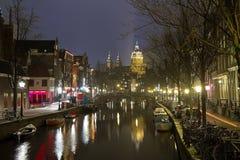 Amsterdam Nederländerna, gotisk Oude Kerk kyrka royaltyfri bild