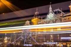AMSTERDAM NEDERLÄNDERNA - JANUARI 20, 2016: Stadssikt av Amsterdam på natten Allmänna sikter av stadslandskapet på Januari 20, 20 Royaltyfria Foton