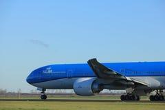 Amsterdam Nederländerna - Januari 7th 2018: Flygbolag Boeing 777-300 för PH-BVO KLM Royal Dutch Royaltyfria Foton