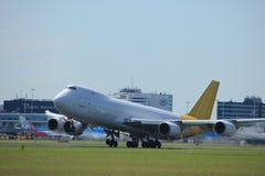 Amsterdam Nederländerna - Juli, 9th 2017: Polar flygfrakt Boeing 747-87UF för N856GT Arkivbilder