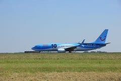 Amsterdam Nederländerna - Juni 12 2015: PH-TFC Arke Boeing 73 Royaltyfri Fotografi