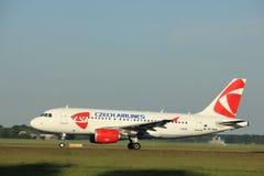 Amsterdam Nederländerna - Juni 1st, 2017: Flygbuss A319-112 för OK-NEM Czech Airlines CSA Royaltyfri Fotografi