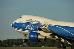 Amsterdam Nederländerna - Juni 1st, 2017: VQ-BUU AirBridgeCargo Boeing Arkivfoto