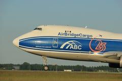 Amsterdam Nederländerna - Juni 1st, 2017: VQ-BUU AirBridgeCargo Boeing Royaltyfri Bild