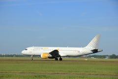 Amsterdam Nederländerna - Juni 9th 2016: EC-KDT Vueling Airbu Arkivbilder