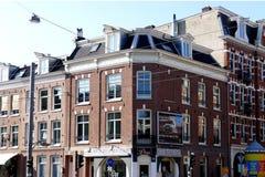 AMSTERDAM NEDERLÄNDERNA - MARS 13, 2016: Typisk bostads- Arkivbild