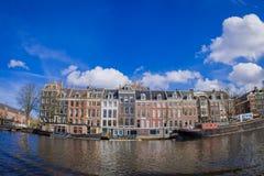 AMSTERDAM NEDERLÄNDERNA, MARS, 10 2018: Utomhus- sikt av eremitboningmuseet i Amsterdam, på den Amstel floden, med 12.846 Royaltyfria Foton