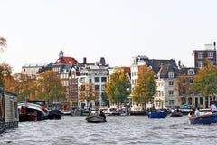 Amsterdam Nederländerna - vattenkanal Arkivfoto