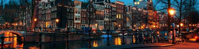 Amsterdam, nederländska kanaler och broar Royaltyfria Foton