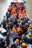 AMSTERDAM, 27 NEDERLAND-APRIL: Bootpartij langs de kanalen van Amsterdam tijdens de Dag van de Koning op 27,2015 April in Amsterd Royalty-vrije Stock Fotografie