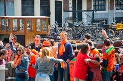 AMSTERDAM, 27 NEDERLAND-APRIL: Bootpartij op het kanaal van Amsterdam tijdens de Dag van de Koning op 27,2015 April in Amsterdam Royalty-vrije Stock Afbeelding