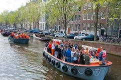 AMSTERDAM, 27 NEDERLAND-APRIL: Bootpartij tijdens de Dag van de Koning op 27,2015 April in Amsterdam Royalty-vrije Stock Foto