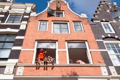 AMSTERDAM, NEDERLAND 27 APRIL: De lokale jeugd viert de Dag van de Koning in stadscentrum op 27 April, 2015 in Amsterdam Stock Fotografie